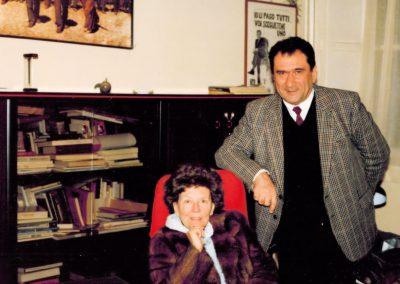 Il direttore editoriale Mario Grasso con Maria Corti (ottobre 1992)